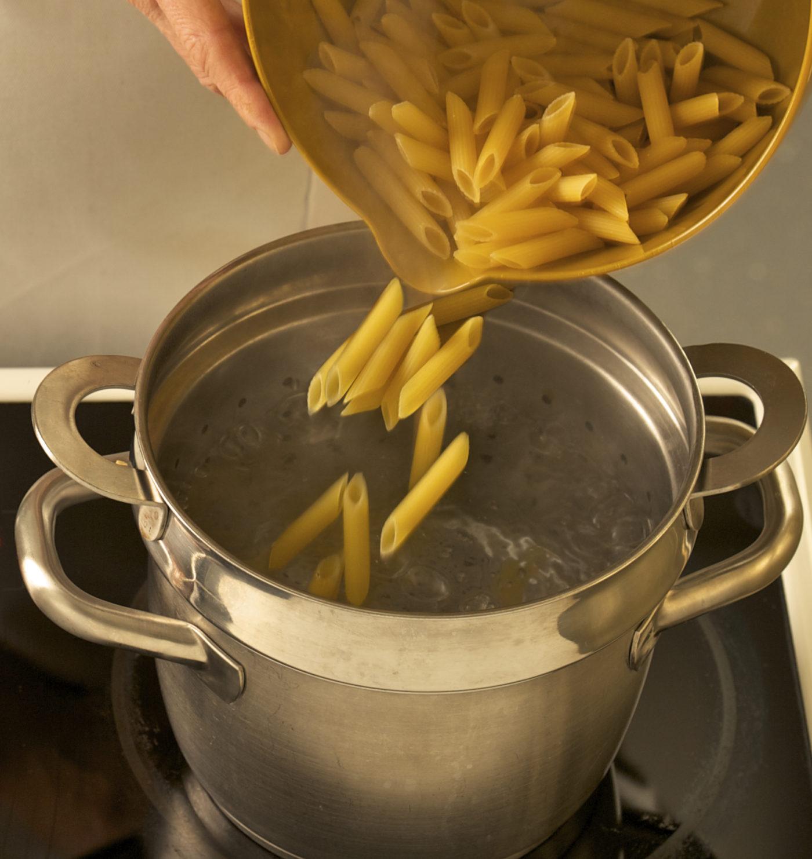 boiling pasta annasfoodstories